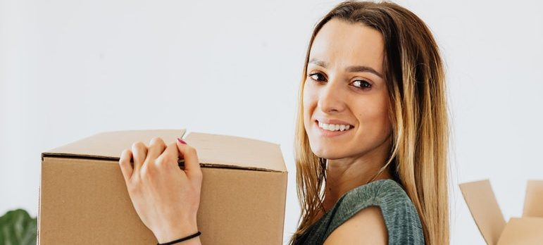 The box you pack your glassware in should be strong and of a higher-quality